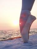 Pierna en zapatos de ballet Imágenes de archivo libres de regalías
