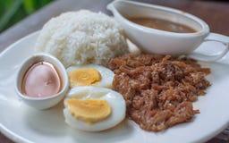 Pierna guisada del cerdo en el arroz Fotos de archivo libres de regalías
