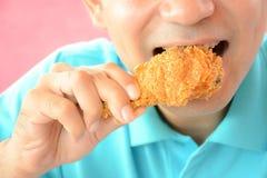 Pierna o palillo frita antropófaga joven de pollo Imagen de archivo libre de regalías