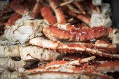Piernas de cangrejo de Alaska para el fondo de la comida imágenes de archivo libres de regalías