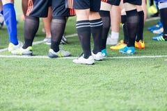 Piernas de jugadores de fútbol Fotografía de archivo libre de regalías