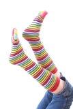 Piernas de la mujer en calcetín de la tira Imagen de archivo