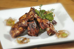 Piernas de pollo asadas a la parilla Foto de archivo