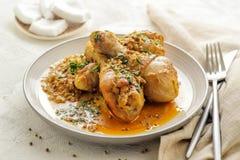 Piernas de pollo cocidas en salsa del curry y del coco fotografía de archivo