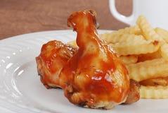 Piernas de pollo con la salsa de barbacoa Foto de archivo