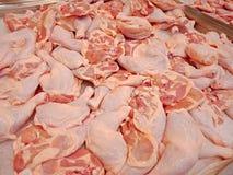 Piernas de pollo frescas sin procesar Imagen de archivo libre de regalías