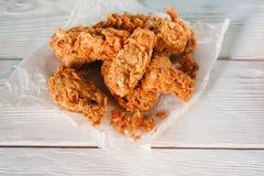 Piernas de pollo fritas Junk Food, malos hábitos fotografía de archivo libre de regalías