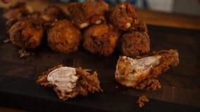 Piernas de pollo frito imágenes de archivo libres de regalías