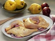 Piernas de pollo sin procesar antes de cocinar Imagenes de archivo