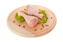 Piernas de pollo sin procesar frescas aisladas en blanco Foto de archivo