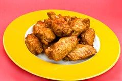 Piernas de pollo y wings.marinated y frito Imágenes de archivo libres de regalías