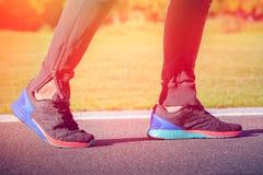 Piernas del atleta del corredor Fotos de archivo libres de regalías