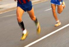 Piernas del corredor de maratón Imagen de archivo libre de regalías