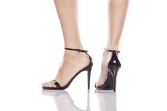 piernas en altos talones Fotografía de archivo libre de regalías