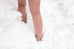 Piernas en nieve Imágenes de archivo libres de regalías