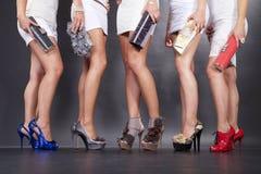 Piernas femeninas con los altos talones Fotografía de archivo libre de regalías