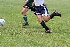 Piernas musculares del fútbol Foto de archivo