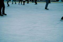 Piernas patinadoras Fotos de archivo libres de regalías