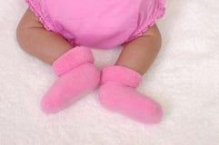 Piernas recién nacidas del bebé Imagen de archivo