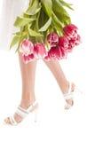 Piernas y flores de la mujer Imagenes de archivo