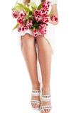 Piernas y flores de la mujer Imagen de archivo libre de regalías