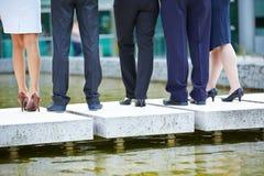 Piernas y pantalones de hombres de negocios Foto de archivo