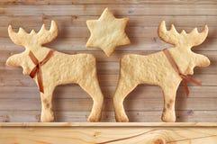 Piernikowi ciastka na drewnianym tle Zdjęcie Royalty Free
