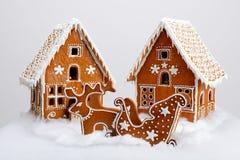 Piernikowi domy, renifer i fura ręcznie robiony eatable, zdjęcie royalty free