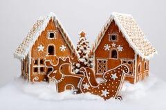 Piernikowi domy, renifer i fura ręcznie robiony eatable, obrazy stock