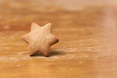Piernikowy ciastko Kształt gwiazda brązowy linii abstrakcyjne tła zdjęcie Obraz Stock