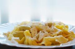 Pierożek wypełniał z szpinakiem i ricotta, Włoski jajeczny makaron Zdjęcie Stock