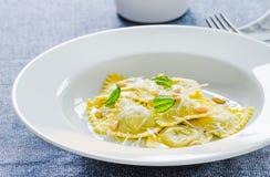 Pierożka talerz z parmesan zakończeniem up Fotografia Stock