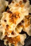 Pierogi frito de las bolas de masa hervida con la carne fotografía de archivo libre de regalías