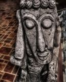 Pierre découpée par main endormie de statue d'homme photos libres de droits