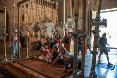 Pierre d'onction dans l'église de la tombe sainte photo libre de droits