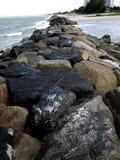 Pierre dans la plage Image libre de droits