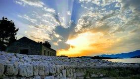 Pierre de coucher du soleil photos stock