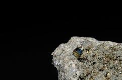 Pierre de cube en Pyrit Photo stock