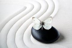 Pierre de zen avec le papillon Image libre de droits