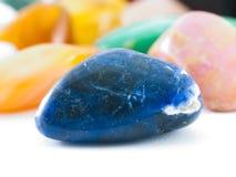 Pierre gemme bleu-foncé de lazurite photo libre de droits