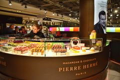 Pierre Hermé Paris Macarons Chocolats photographie stock