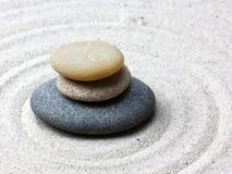 Pierre japonaise de méditation de jardin de zen photo stock