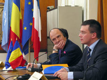 Pierre Moscovici und Mihai Razvan Ungureanu Stockfotografie