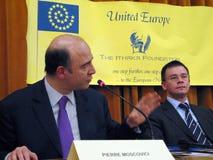 Pierre Moscovici und Mihai Razvan Ungureanu Lizenzfreies Stockfoto