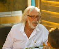 : Pierre Richard in vooravond van zijn tachtigste verjaardag bij zijn winer Stock Foto