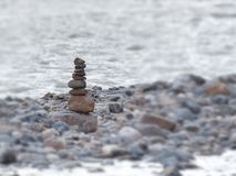 Pierre sur la pierre sur la pierre Photographie stock libre de droits