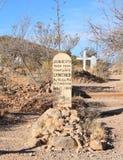 Pierre tombale, Arizona : Cimetière de colline de botte - tombe avec la pierre tombale en bois image libre de droits