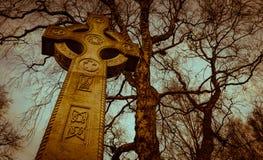 Pierre tombale de croix celtique Images stock