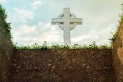 Pierre tombale en haut d'une tombe vide illustration de vecteur