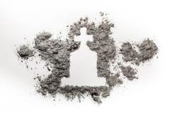 Pierre tombale ou pierre tombale avec le dessin croisé chrétien fait en cendre photos stock
